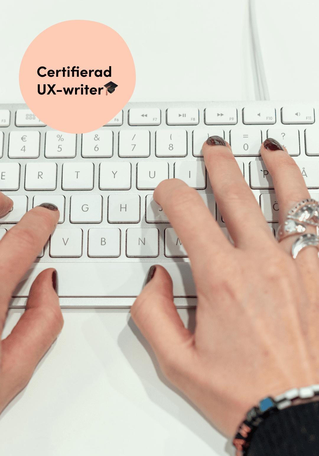 Pernilla Axelsson är certifierad UX-writer och hon skriver på ett tangentbord