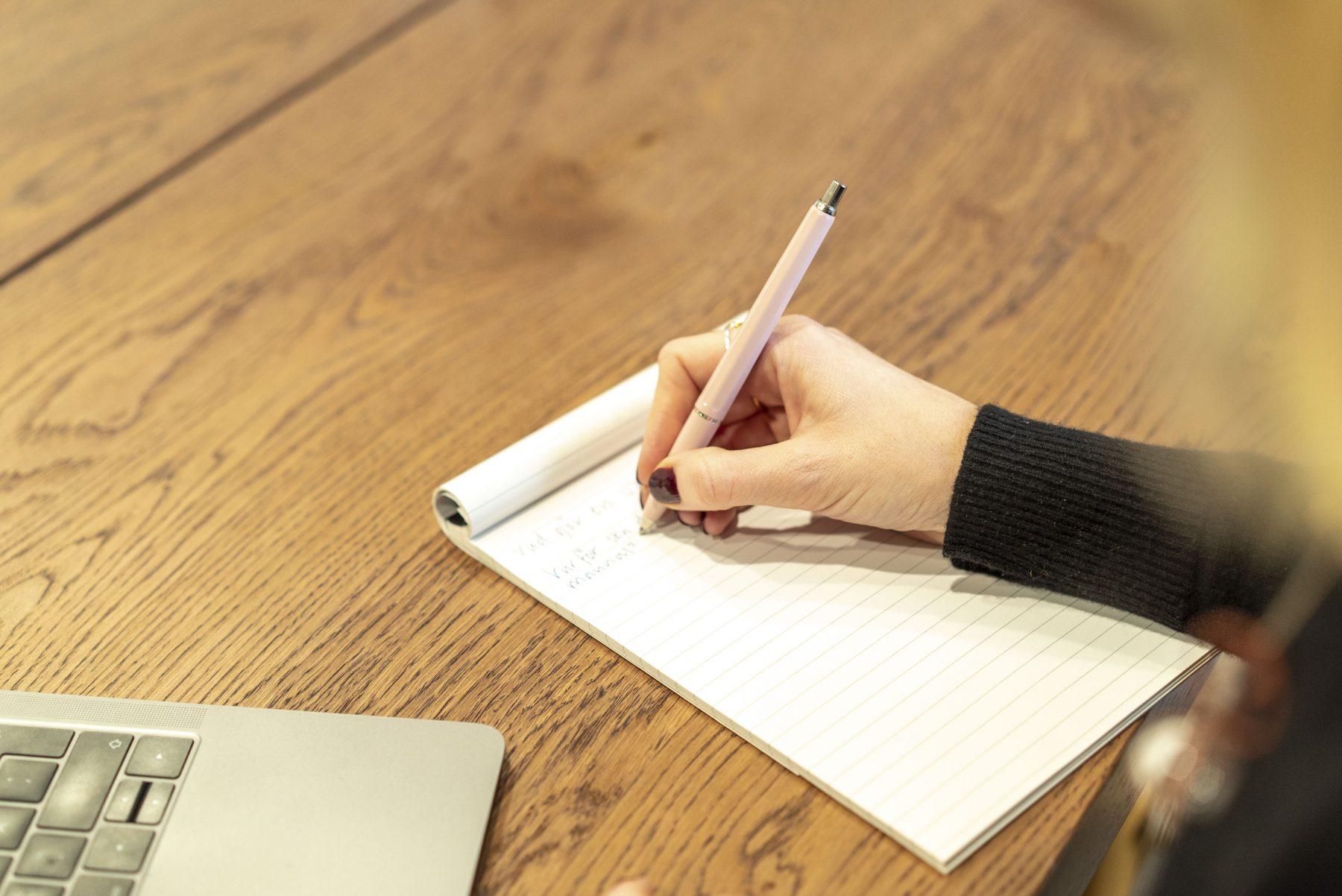 Pernilla Axelsson skriver på sin contentplan för bloggen